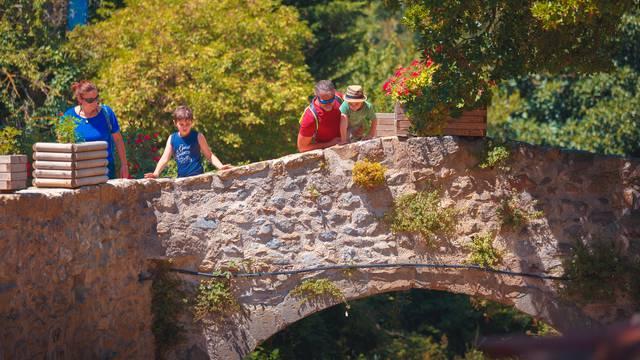 Besuchen Sie mit der Familie das Dorf Villerouge-Termenès