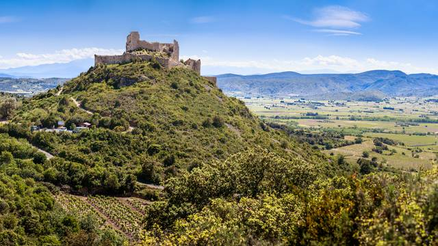 Aguilar Castle
