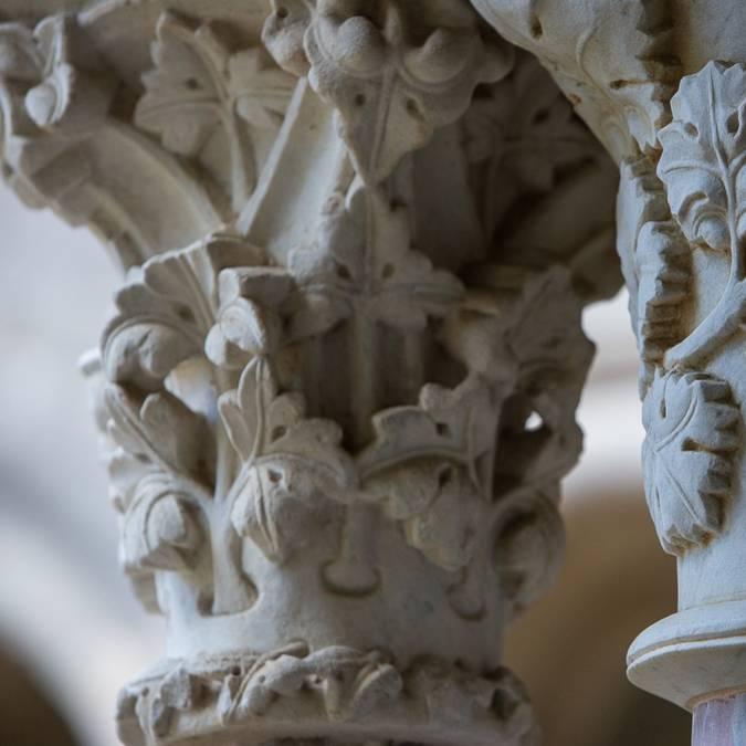 Châpiteaux du cloître de l'abbaye de Fontfroide