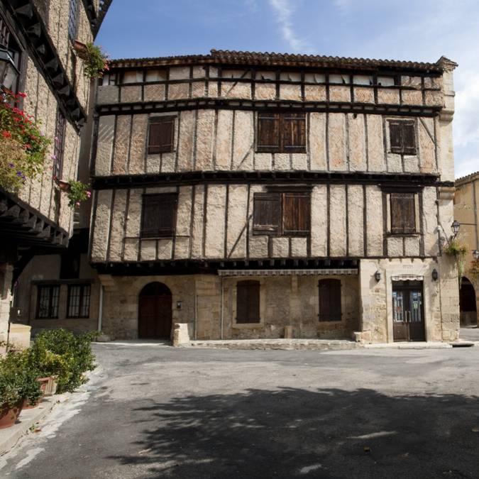 Place du village à Alet-les-Bains