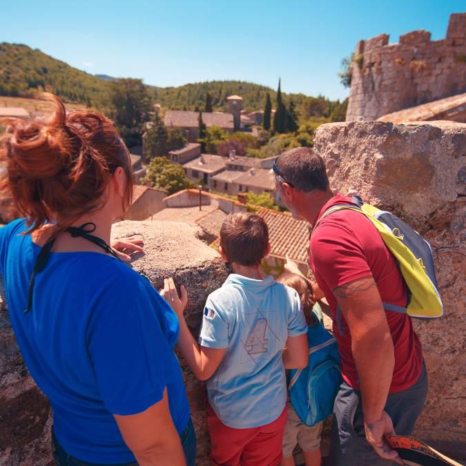 Visite en famille au château de Villerouge-Termenès